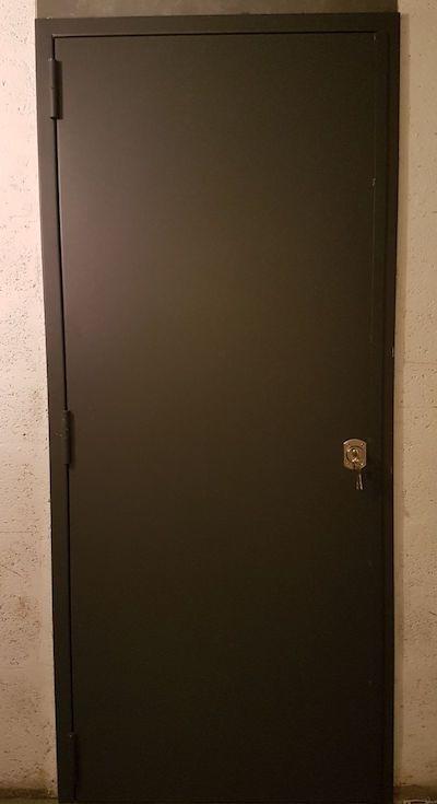 porte de cave blindée vue de l'extérieur